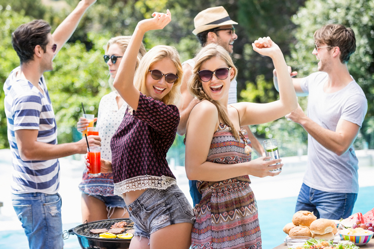 How to Make Your Summer Party Pleasant to Host In 5 Easy Steps