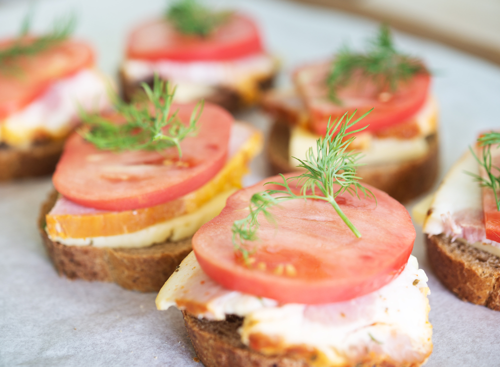 Our favourite canap s to impress and delight your guests for Canape spread