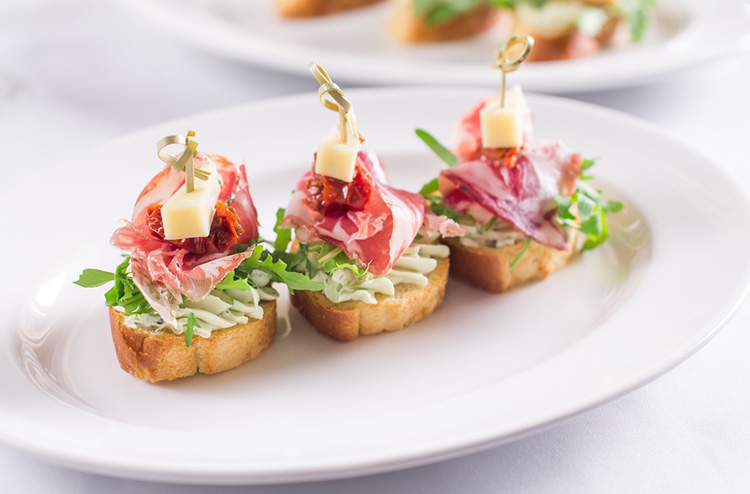 3 Delicious Food Ideas for Wedding in Summer